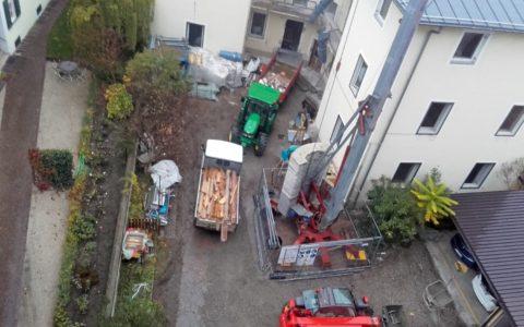 Bauen in einem Innenhof - Carduccistrasse Bozen Feb. 2017
